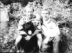 1994 год. Дача Садыриных в Токсово. Павел Федорович, его сын Денис и их любимец пес Лорд.