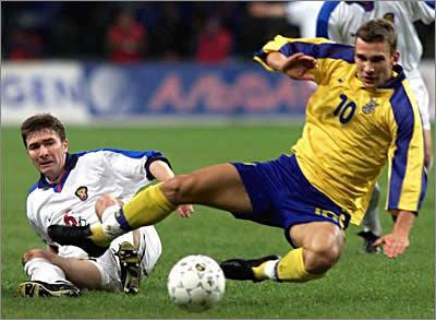 Футболка на Євро: Еволюція форми збірної України від 90-х до сьогодні - фото 7
